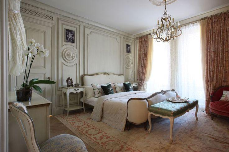Французские интерьеры: 80 роскошных идей для аристократов и просто ценителей прекрасного http://happymodern.ru/francuzskie-interery/ Фактурные стены станут украшением французской спальни