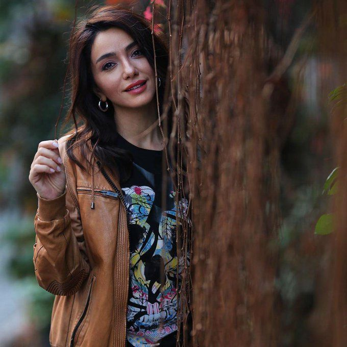 جديد آخر تحديثات الممثلة اويكو غورمان عبر الانستغرام Oykugurman Https T Co Qrqprfbmbe Beauty Hair Styles Style