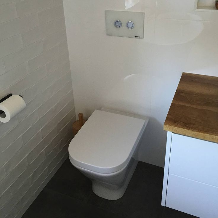Tucking the toilet away next to a vanity unit is a good way to keep it out of plain sight. Not that we don't love the Roca The Gap pan and Hideaway button here! Thanks for sending through, Meticulous Bathrooms in SA!