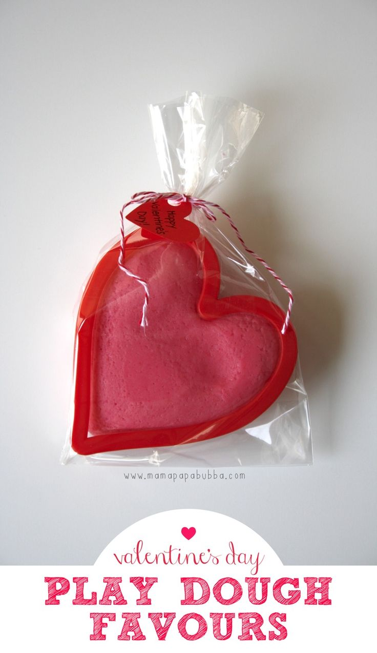Valentine's Day Play Dough Favours | Mama.Papa.Bubba.