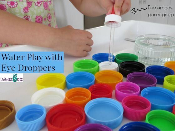 Water play with eye droppers encourages pincer grasp - fine motor fun!