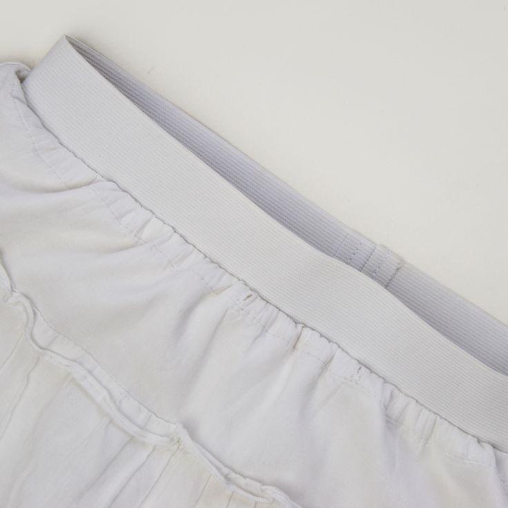 Tutorial: impara come cucire elastico in vita a vista in 5 passi. Questa alternativa facile alle cerniere e alle coulisse è perfetta anche per i refashion!