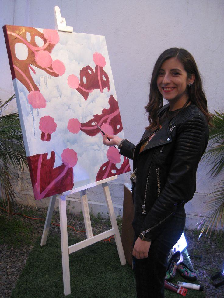 Nuestra Amiga Keds Jo Jiménez pintando en vivo un cuadro para el evento.