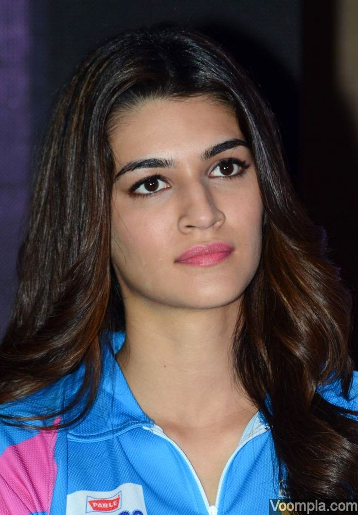 Kriti Sanon's hairstyle - open with centre parting, soft waves and brown highlights. via Voompla.com
