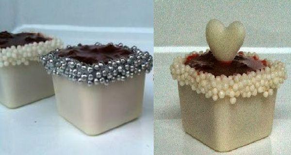 Mini-Caixinhas de Chocolate com Doce de Coco e Geléia de Morangos