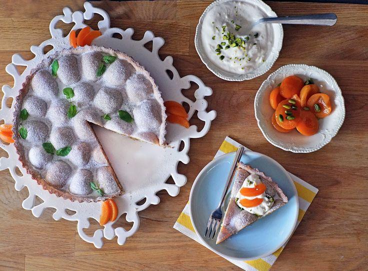Skvělý meruňkový koláč s mandlovou náplní a pistáciemi ve výborné krustě, která díky lněnému semínku chutná lehce po oříšcích. Kokosového o...