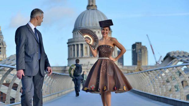 Al Salon du Chocholate di Londra sfila un abito di cioccolata Lindt - Chocolate dress