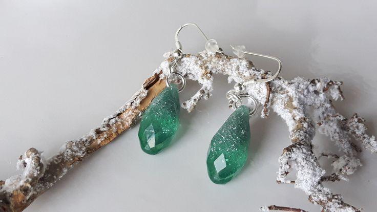 Orecchini di cristallo, fiocchi d'argento orecchini in resina, orecchini pendenti, orecchini d'argento di ByMLjewellery su Etsy