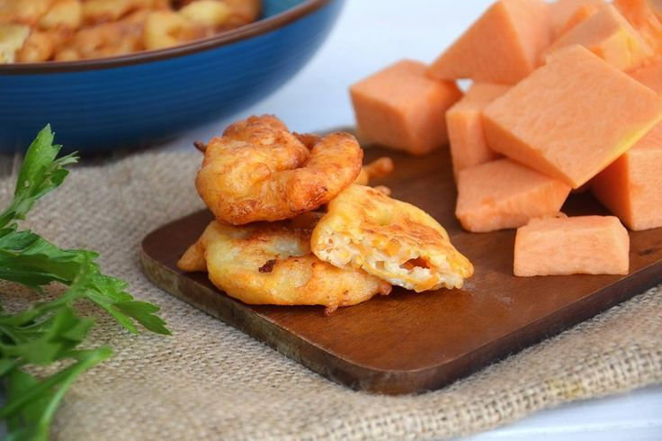 Frittelle di zucca salate, scopri la ricetta: http://www.misya.info/ricetta/frittelle-di-zucca-salate.htm