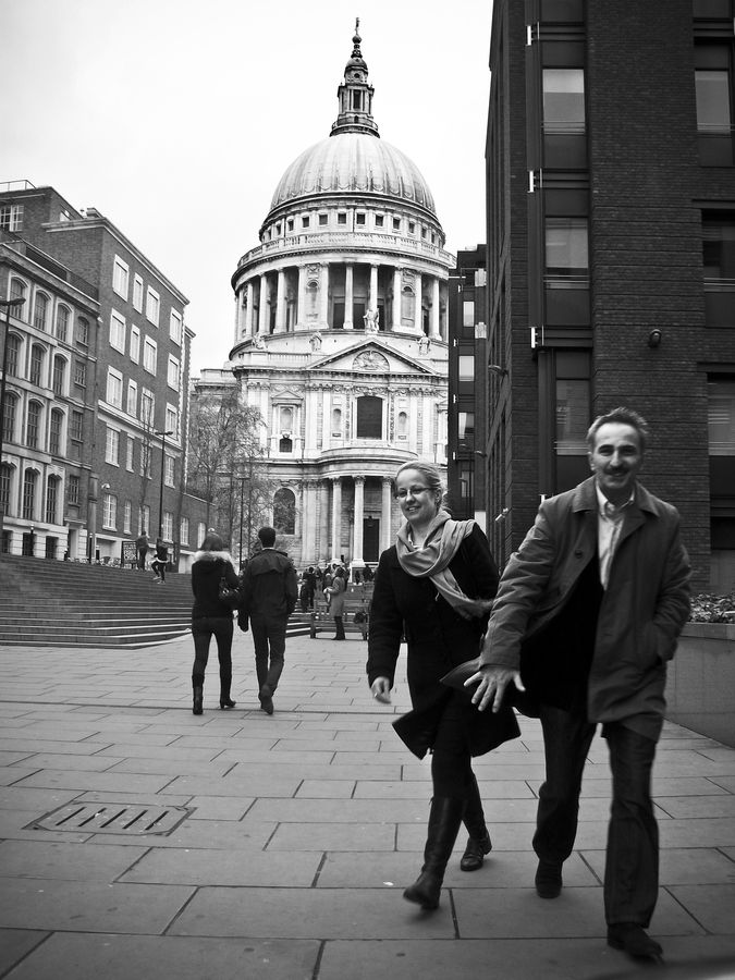 Strangers in front of St. Paul's Cathedral
