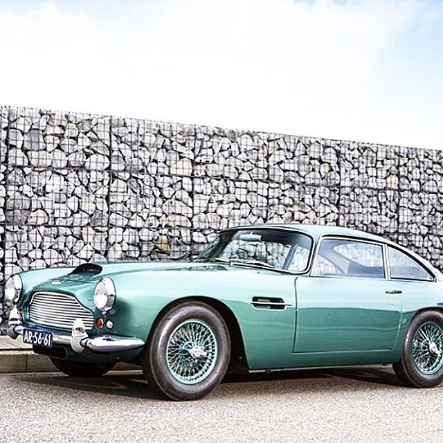 Beautiful Superbe Aston Martin DB4