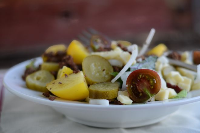 Pinner says: My favorite, super-simple, 10-minute real food supper: Hamburger Salads!
