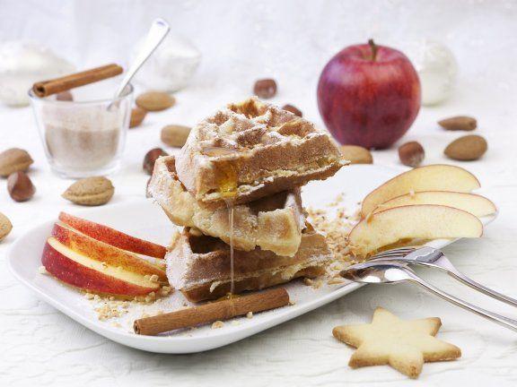 Winterliche Waffeln mit Zimt und Apfel ein Rezept mit frischen Zutaten aus der Kategorie Kernobst. Probieren Sie dieses und weitere Rezepte von EAT SMARTER!