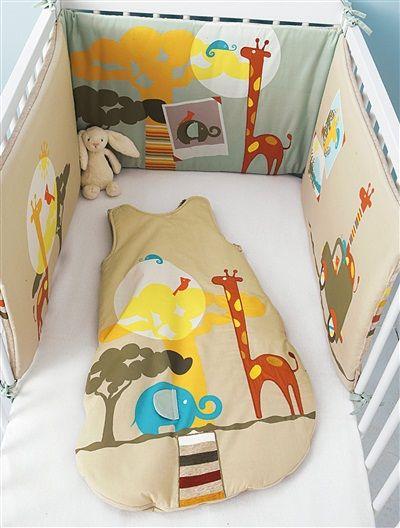Protector de cuna en dos tejidos bebé tema Sabana BEIGE CLARO LISO CON MOTIVOS