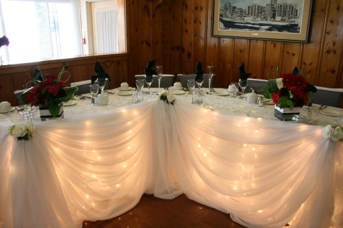 Our head table is conveniently located in the centre of our dining room, allowing all eyes to be on you!