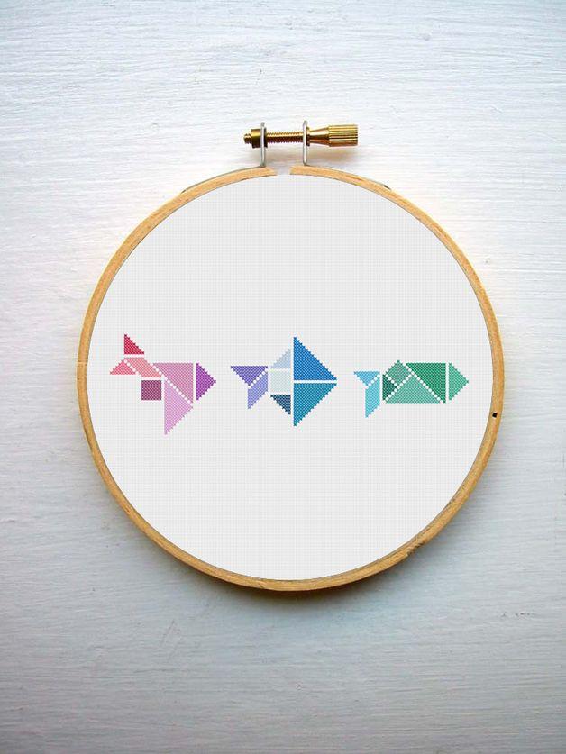Kreuzstich Stickerei mit Regenbogenfisch Tangram // Rainbow fish tangram cross stitch by Curious and Catcat via DaWanda.com