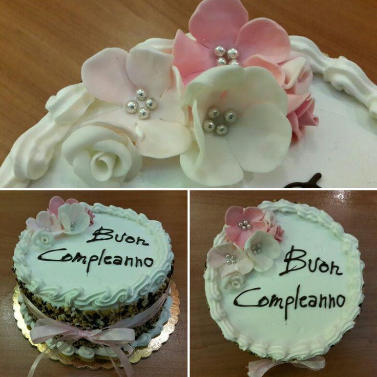 Cream cake decorating rose e white 59