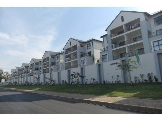 1 Bedroom Apt in Bryanston (all appliances incl and a cool new complex)
