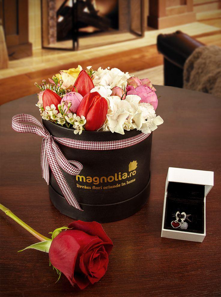 Flower arrangement in box- the perfect gift! Aranjament cu flori in cutie- cadoul perfect!
