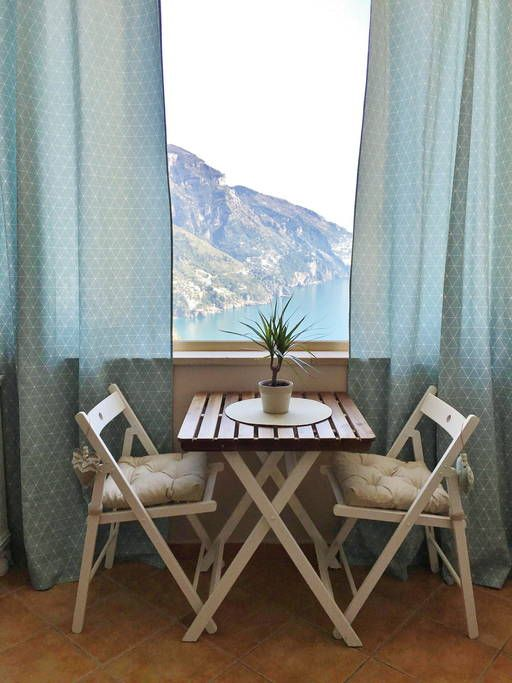Leilighet i Positano, Italia. Same view of my other apartment: you have access to the big terrace by walking up around the building for about 100 mt.  Our studio accomodates 3 pax. It has a small kitchenette, a private bathroom and the access to the stunning terrace shown in t...