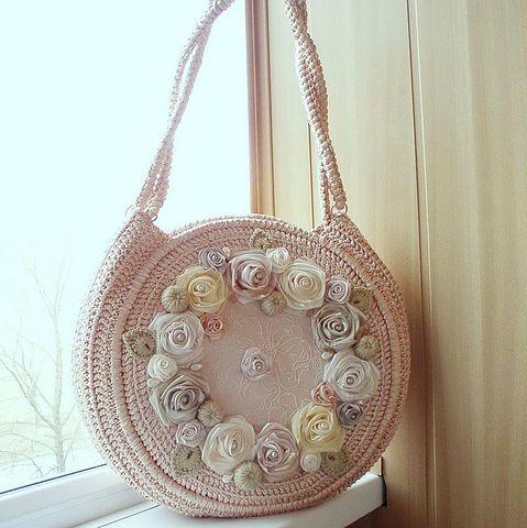 Авторская работа Светланы Трегуб, сумочка из атласных лент Цветение персика.