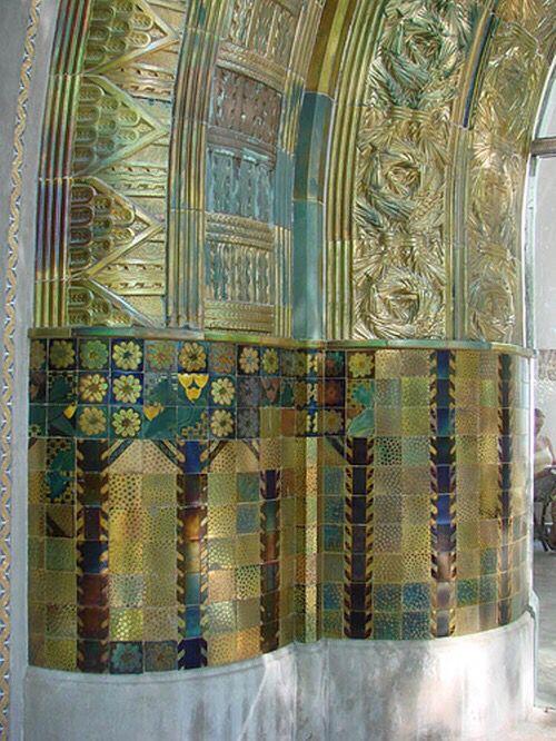 Zsolnay csempe fal a Kácsás kútnál