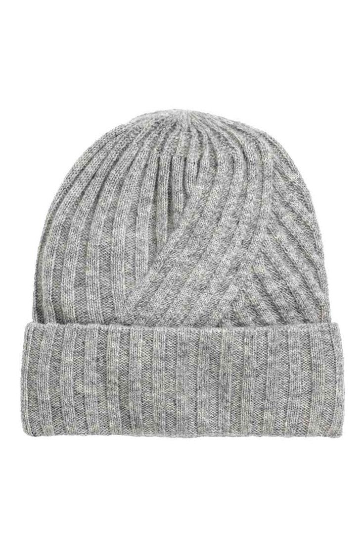 Kaszmirowa czapka: JAKOŚĆ PREMIUM. Czapka z miękkiego kaszmiru o splocie w…