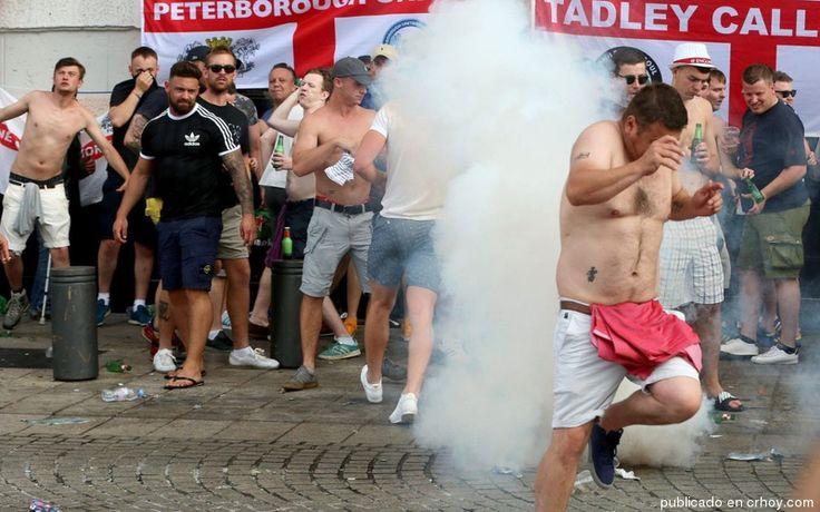 """Los """"hooligans"""" siembran el pánico en la Eurocopa"""