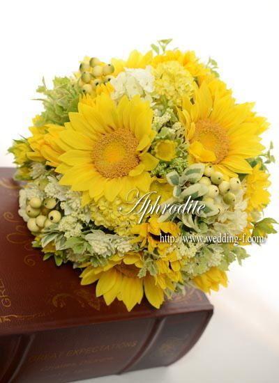ウエディングブーケ専門ショップ・アフロディーテ(Wedding Bouquet Aphrodite)  優しいひまわりのクラッチブーケ❤