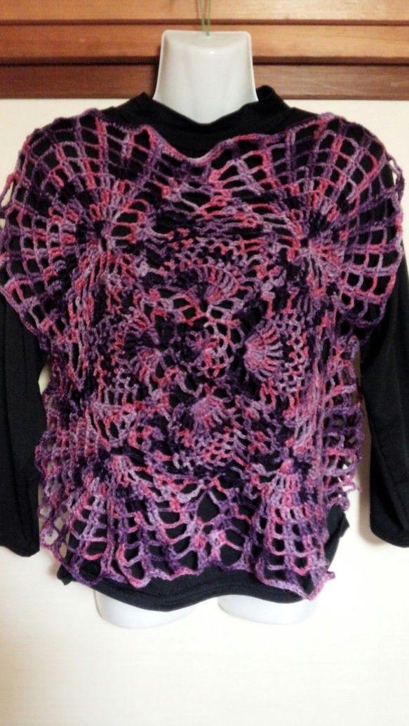 パイナップル編みのベストです。長い季節着用できます。写真ではわかりづらいかもしれませんが、ピンクやパープルなどのマーブル毛糸を使用しています。肌寒いときにいか...|ハンドメイド、手作り、手仕事品の通販・販売・購入ならCreema。