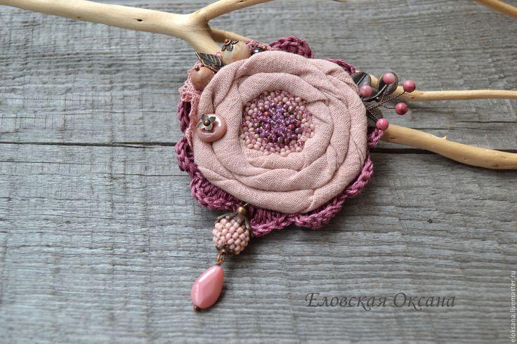 """Купить Брошь """"Роза"""". - розовый, брошь текстильная, брошь цветок, брошь с бисером, брошь с камнями"""