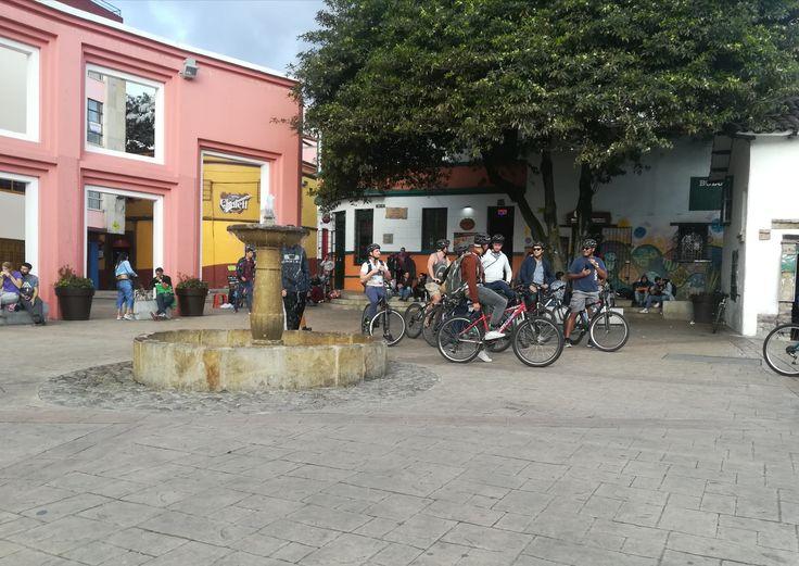 Ven y conoce las calles de la candelaria. Motivate a conocer el Chorro de Quevedo - Bogotá, Colombia. Visita: www.encontrastela... #EncontrasteLaCandelaria #Bogotá #Colombia #Candelaria Fotografía tomada por: Lorena Correa.