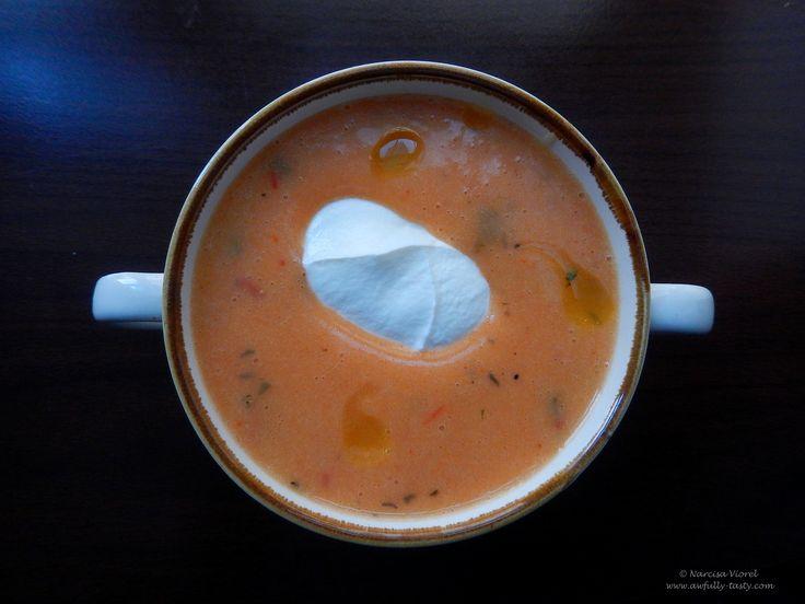 Supa crema de cartofi cu smantana si cimbru.   Potato cream soup with dried thyme and sour cream.