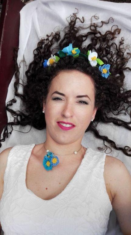 Megmutattam a férjemnek a Filcvarázs által küldött fotókat, amin esküvői kellékeket mutatott be, mint esküvői csokor, menyasszonyi fejdísz, esküvői asztali...