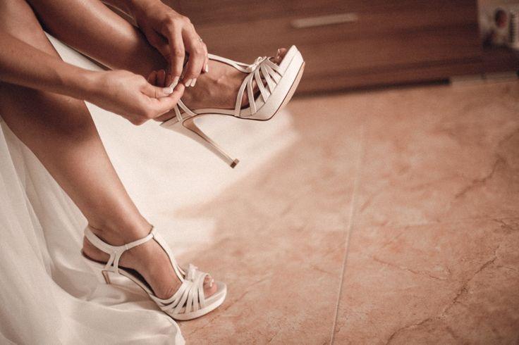 La Boda de María | Inspiración para bodas sandalias pura lopez, bridal shoes, shoes, wedding, pronovias bride, sandals pura lopez, novias, zapatos de novia, sandalias novia
