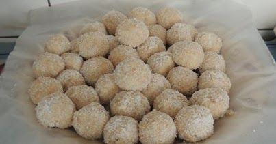 KONDENSMELK BALLETJIES Hilda Dates Steyn Crush finely 1 pk Marie Biscuits, put into a mixing bowl, and add 1 tin...