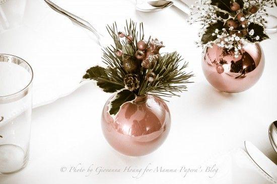 Ed eccoci arrivati, anche quest'anno, a Natale! Dicembre inizia domani e stiamo entrando in fermento per i preparativi natalizi. Per il cenone della vigilia vogliamo che tutto sia perfetto, vero? Bene allora con l'aiuto della nostra Blogger mammapapera vi presentiamo questo tutorial per creare una bellissima decorazione per la tavola di Natale che può essere …