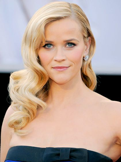 Reese Witherspoon's glamorous #Oscars hair