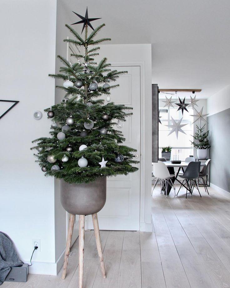 Scandinavian Interior Design Instagram Christmas Inspo In 2020 Scandinavian Christmas Diy Scandinavian Christmas Decorations Scandinavian Christmas Trees