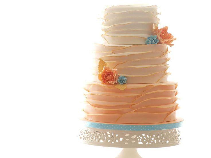 Dreistöckige Ombre-Hochzeitstorte in Aprikot bei www.weddingstyle.de| Foto: KuchenBoutique