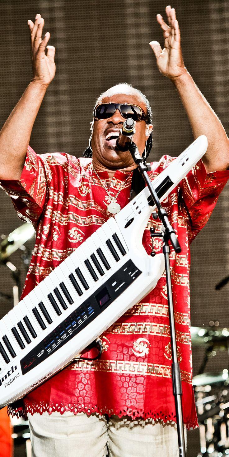 Stevie Wonder with a keytar at Hard Rock, yes… a keytar. #hardrock #steviewonder