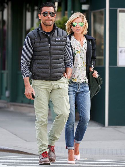 Aviator-lovin' duo Mark Consuelos and Kelly Ripa stepped out in the same sunwear style! We dig his mod silhouette and her flash lenses!Kelly Ripa Style 2014, Kelly'S Outfit