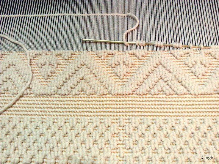 Ordito. Cotone grezzo   Trama: Cotone   Disegno: Cotone grezzo   Tecnica di tessitura: Pibiones o Ranu   Misure: 0,71X1,50                 ...