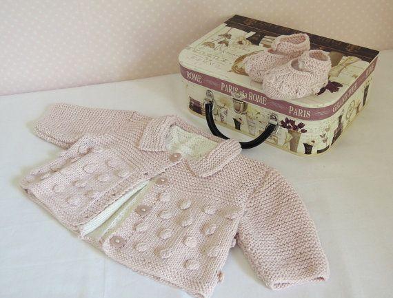 Pull de bébé avec orifice arrière et un mignon petit haut sans manches avec pli avant et correspondant chaussures P034