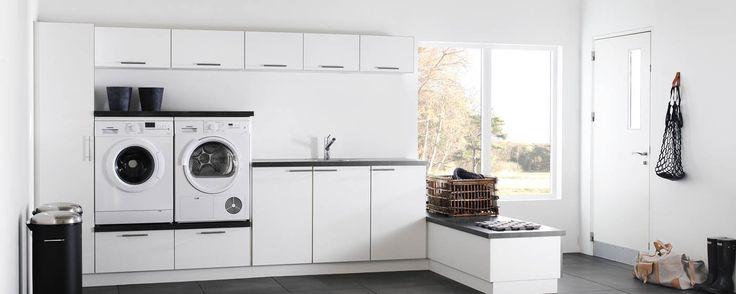 Duro bijkeuken. Benut de ruimte in uw bijkeuken optimaal en leg de nadruk op vorm en functie. De ongekende combinatiemogelijkheden betekenen dat de witte deuren en het werkblad in Dark Concrete probleemloos in uw interieur opgaan.