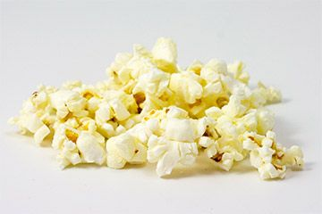 Der Klassiker, wie im Kino: Popcorn mit karamellisiertem Zucker. Keine Zauberei, lecker und geht schnell. https://www.popcorn-rezepte.de/rezepte/klassisches-karamell-popcorn;4 #popcorn #karamell
