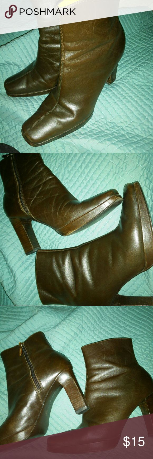 "TOMMY HILFIGER leather ankle boots Nice TOMMY HILFIGER boots Brown leather  Nice condition  Measures 8.5"" from top of back to bottom of boot 3"" heels Size 8.5 Tommy Hilfiger Shoes Heeled Boots"