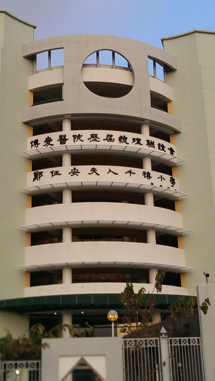 Learning English in Hong Kong is losing momentum and hence the English proficiency in the ex-British Colony is declining. This is a brand new school but doesn't even have the name in English displayed. Students who want to go overseas for university have to have a high standard of English but the only way is to take private tuition.  HKEnglish.com is Hong Kong's premier English Language and Business Skills Training School.  http://www.hkenglish.com