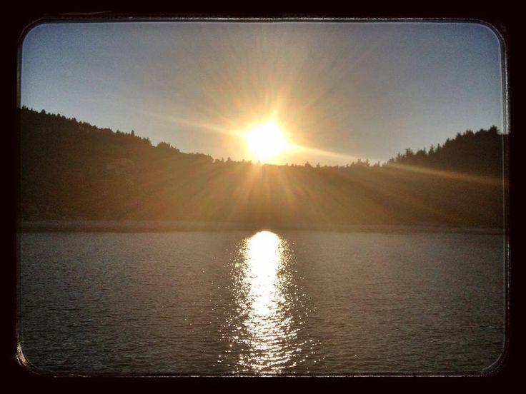 Paxos 39^13.073 N - 20^ 10.243 E 24 luglio 2014 ore 20.25 Aperitivo al tramonto nella nostra baia. La cosa incredibile e' che siamo solo noi