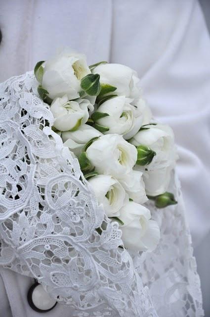 .White Flower, White Ranunculus, Puree White, White House, White Bouquets, White Lace, White Lilies, Simply White, Vintage Style